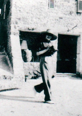 Winifred in the courtyard of Fort Escu in 1936